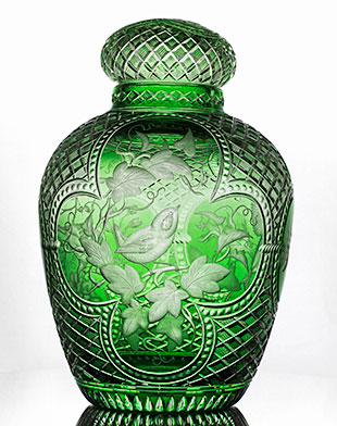 The Ginger Jar by contemporary glass artist Steven Piper. Image courtesy of Stephen J. Bennett Photography.